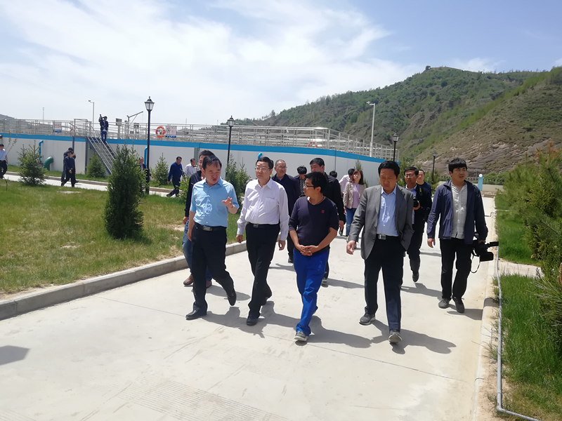 延安市委副书记、市长薛占海到水环境公司志丹污水处理厂视察